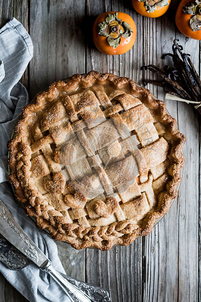 Vanilla bean, pear and persimmon pie