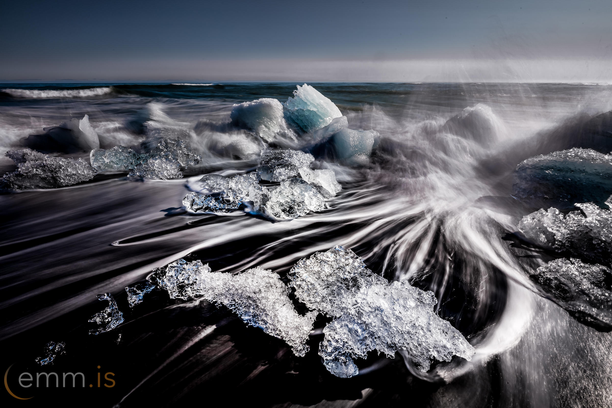 Icebraker_by_Jokulsarlon_in_Iceland_emm.is
