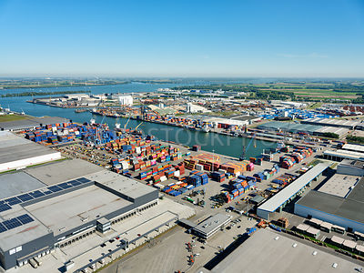 Port of Moerdijk, container terminal at the Central Portside (Centrale Insteekhaven) | 306181