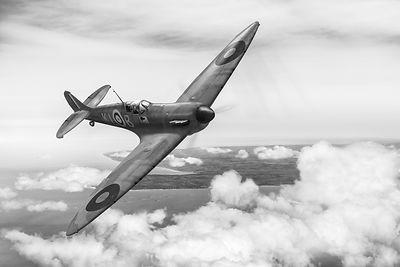 Al Deere in Spitfire Kiwi III B&W version