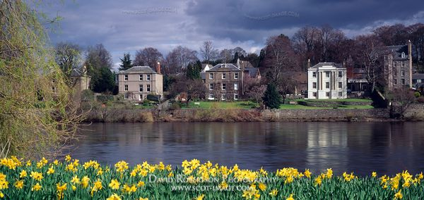 Image - Mansion houses, River Tay, Perth, Scotland