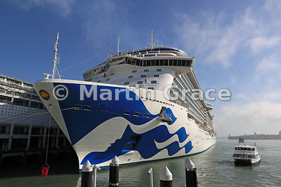 Princess Cruises' Majestic Princess (2017) tied up at Auckland Waterfront, Waitemata Harbour, Auckland, North Island, New Zea...