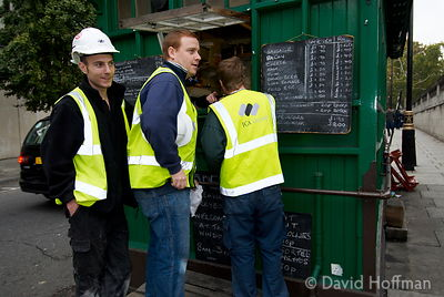 071026_SIOE_181 Workmen take a break at a street cafe in a hut at Temple, London 2007.