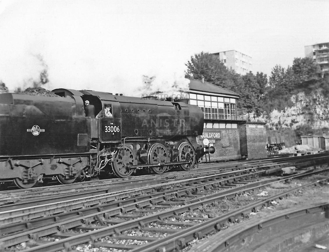 Steam loco Q1 33006 Guildford