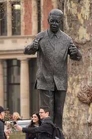 #124037,  'Nelson Mandela', by Ian Walters, Parliament Square, London, 2018.