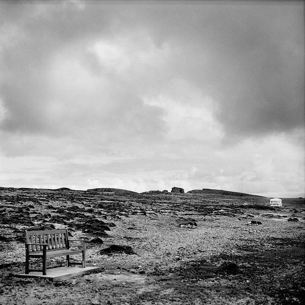 A desolate view towards the North-side of the Island. A bench invites tourists for a rest.