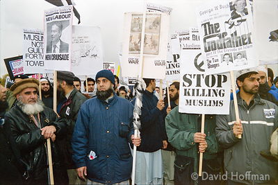 01111901-22a Peace march, London.19 Nov 2001