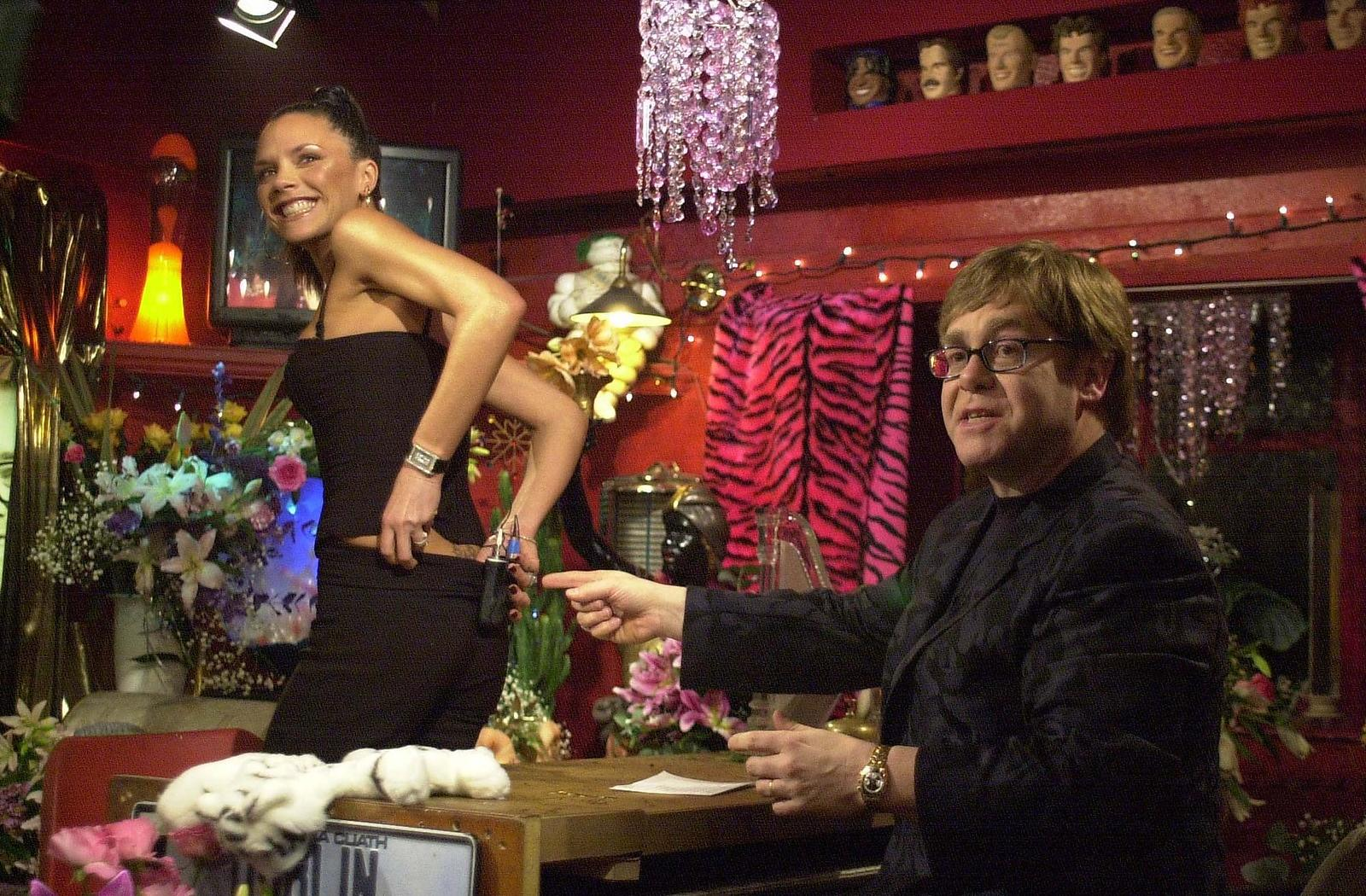 EXCLUSIVE  JEFF SPICER/ALPHA MD042900 22_12_000 VICTORIA BECKHAM SHOWING SIR ELTON JOHN HER THREE STAR TATTOO.   TFI FRIDAY C...