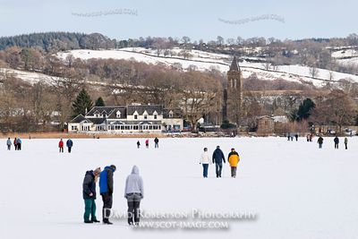 Image - People walking on ice of the Lake of Menteith