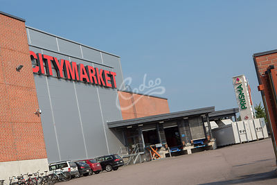 Citymarket ja Prisma vierekkäin Keravalla.|||Two department stores next to eachother.