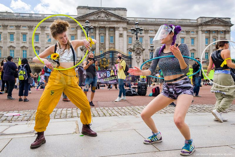 'DISCObedience' dance protest outside Buckingham Palace, during 10 days of Extinction Rebellion UK-wide climate action. Londo...