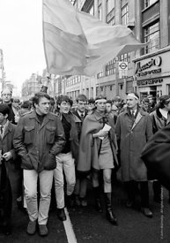 #70404,  Vanessa Redgrave (holding the letter to the US Ambassador) and other leaders, anti-Vietnam war demonstration march f...
