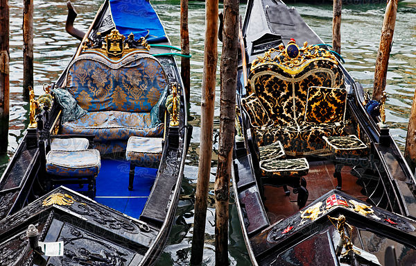 Deatils of Two Gondolas