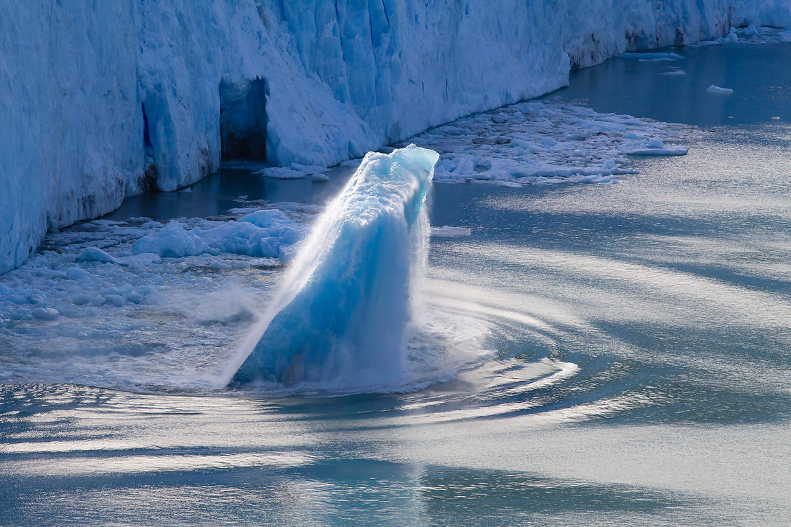 Large chunk of ice is breaking away from the Perito Moreno glaciar. It marks the birth of a new iceberg in Lake Argentina.