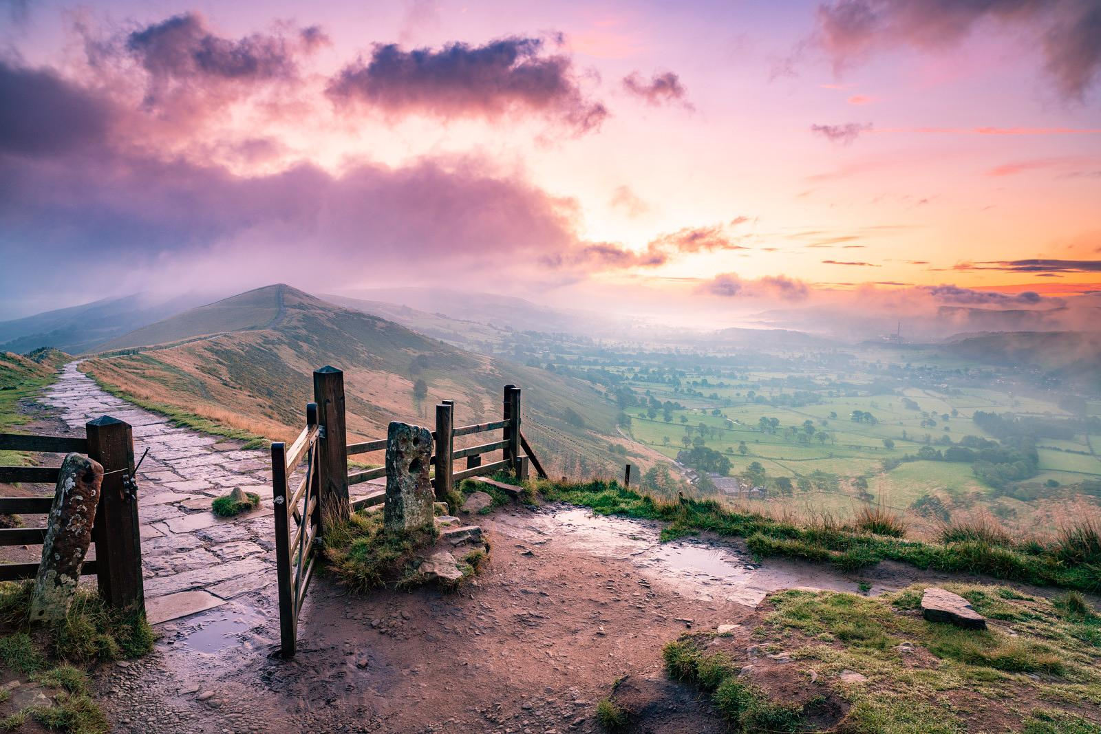 Dawn drama at the Great Ridge, Mam Tor gate