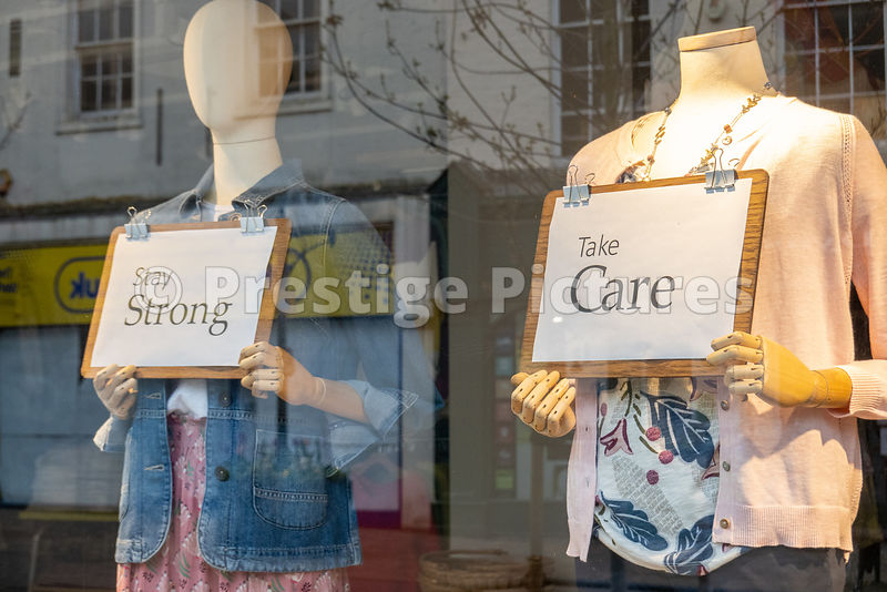 Signs on window manekins - Be kind, Stick Together