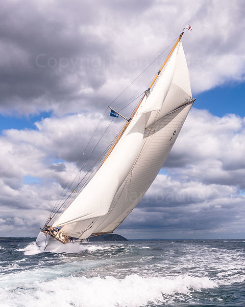 Classic yacht Mariquita hard to the wind.