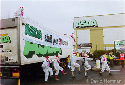 00121905-32b Protesters from the Snowball & the GenetiX anti GM food movement chain themselves to delivery trucks during a bl...