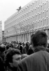 #70457,  The American Embassy in Grosvenor Square.  Anti-Vietnam war demonstration march from Trafalgar Sq to Grosvenor Sq, S...