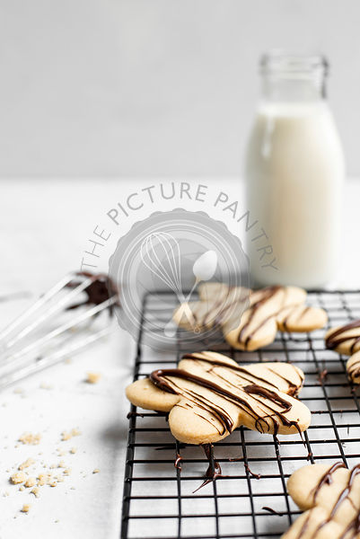 Chocolate Drizzled Shortbread Biscuits