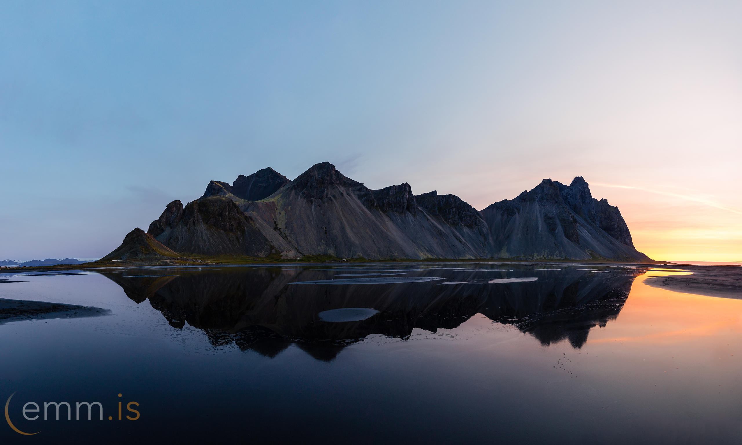 Vesturhorn_in_south_east_Iceland_emm.is