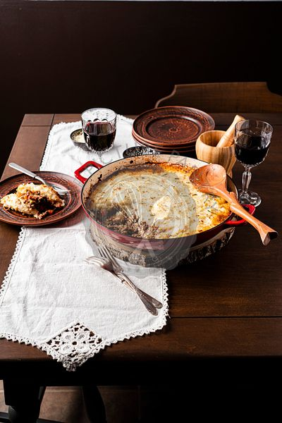 Shepherd's pie served with wine