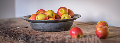 Apples in bowl