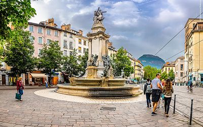 Grenoble_place_Notre_Dame_(1)