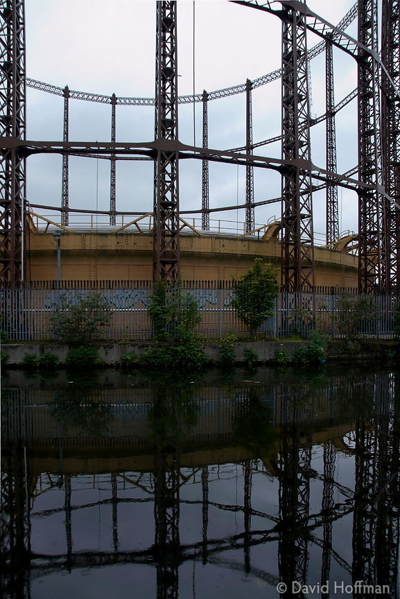080517_CanalWalk_13 gas holder on the Regents Canal Hackney 17 May 2008