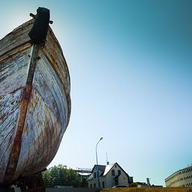 Old_boat_in_Reykjavik_Iceland_emm.is