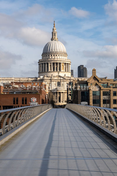 Empty Millennium Bridge during the Corona Virus pandemic