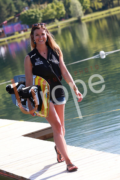 Photo de wakeboard avec figurants