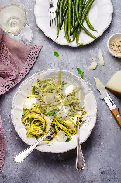 Linguine with greenbean pesto