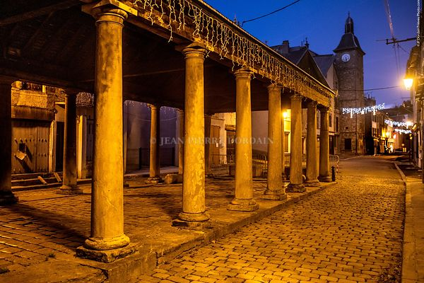 La_halle_de_La_Mure_by_night_(Isère_38350)_(2)