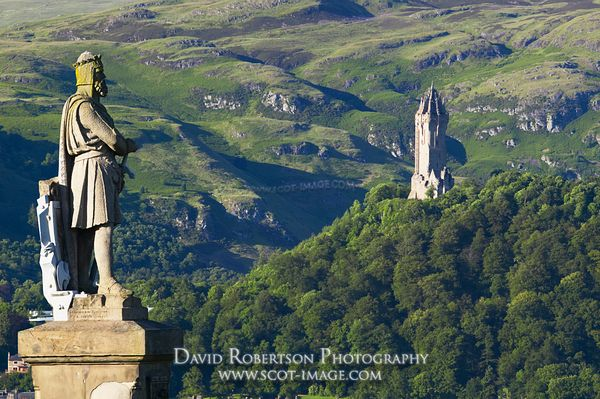 Image - Robert the Bruce statue and Wallace Monument, Stirling