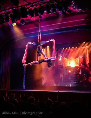 Duo Fusion UK, cirque, aerial and acrobatic, Cromer Pier Show