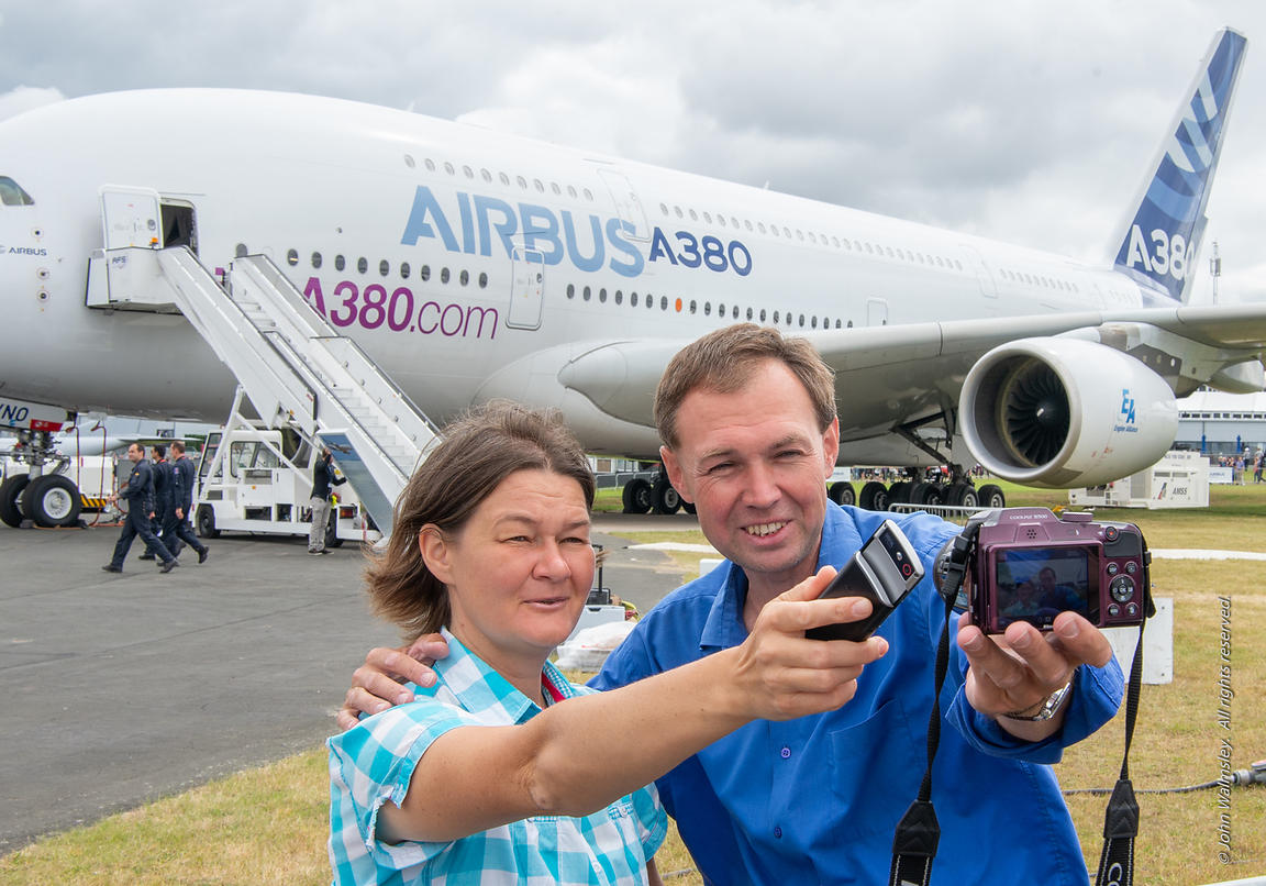120886  Selfie with the Airbus A380, Farnborough Air Show, 2016.