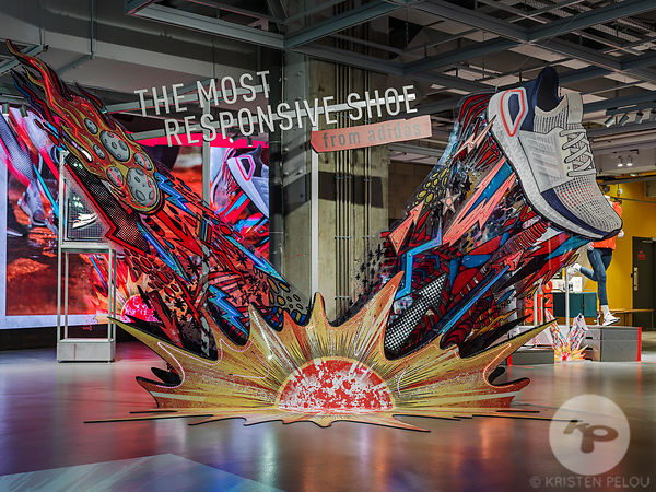 Photographe architecture boutique retail Paris - ADIDAS ULTRABOOST CHAMPS ELYSEES PARIS