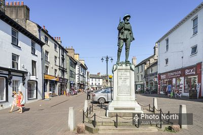 KENDAL 29A - War Memorial and Market Square