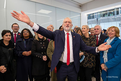 Jeremy Corbyn announces Labour Party will vote for General Election