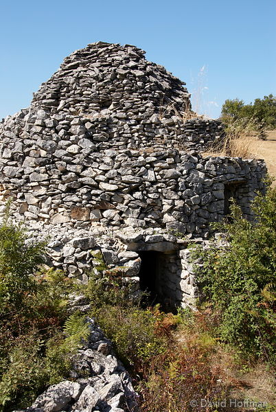 070911-21_Majella_229 Round huts built without mortar by stacking stones in a concentric manner to form a beehive shape, the ...