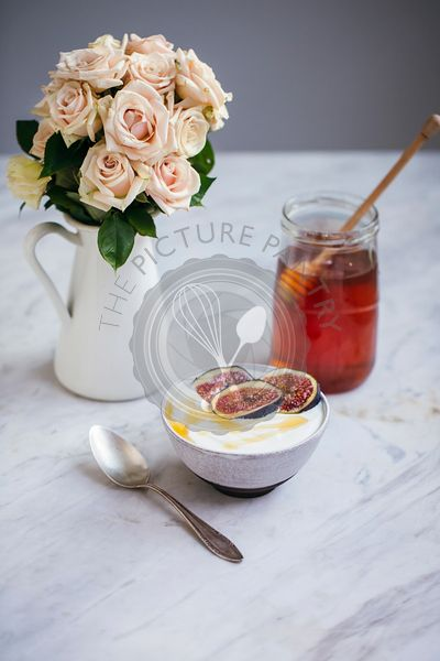 Yogurt with fresh figs and honey