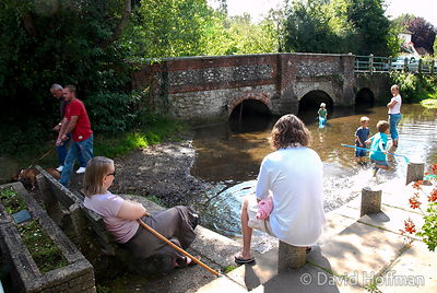 070826 CSP Walk 066 Family relaxing by the River Darenth near Shoreham in Kent.leisure