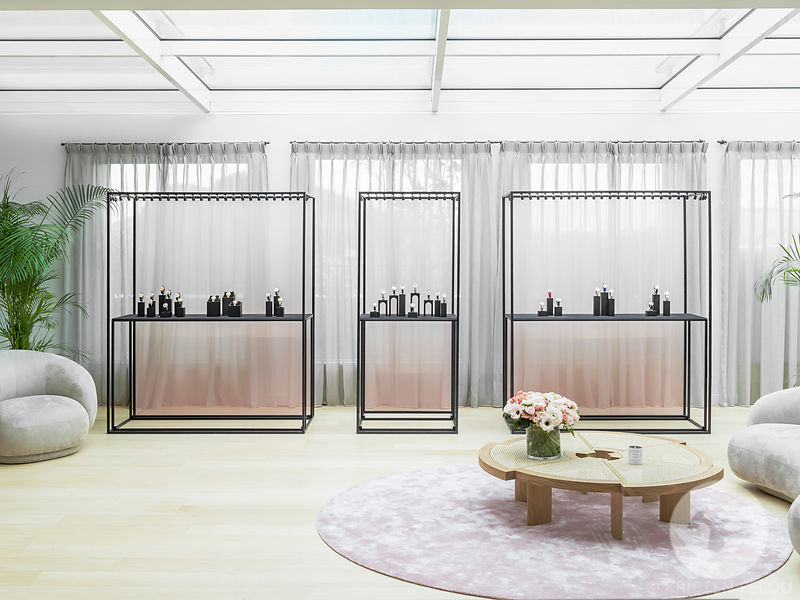 Architecture photographer - Dior Horlogerie and Fine Jewelry showroom in Paris, France. Photo ©Kristen Pelou