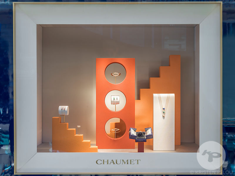 Chaumet windows and details of the displays  of  store located on rue Francois 1er in Paris, Paris, France. Photo ©Kristen Pelou