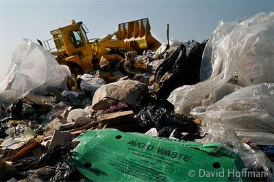 1.0614/648 Domestic rubbish being compacted on landfill site, Calvert, Bucks.