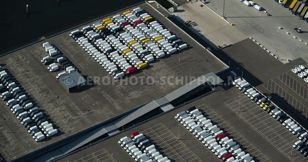 Rotterdamse haven, Rozenburg, Rotterdam Car Center aan de Brittaniehaven  | v000792