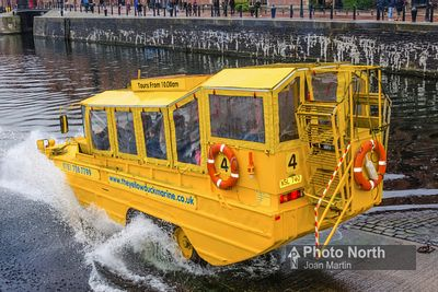 LIVERPOOL 19E - Salthouse Dock, Yellow Duckmarine splashdown