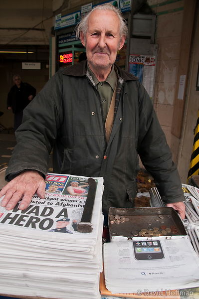 091118_CSO_Down_29 newspaper, seller, stand, salesman, mile end, station, underground, the sun