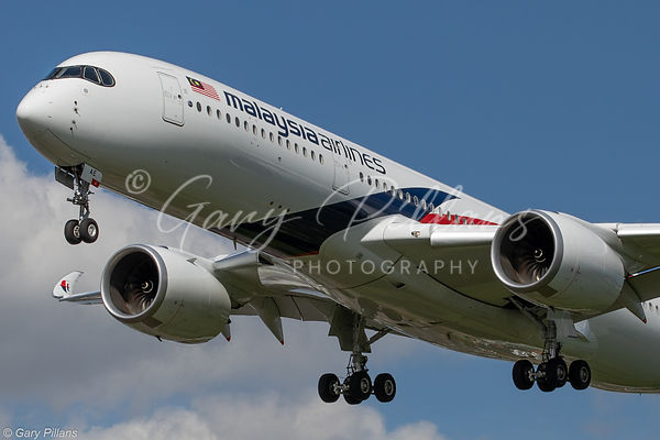 Malaysian Airline A350 approaching London Heathrow